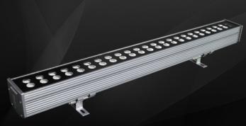 结构防水洗墙灯巧妙的运用照明来凸显这些建筑的特点